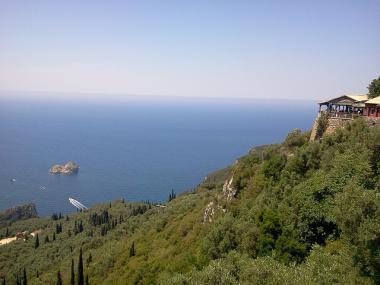 Pohled na moře z ostrova Korfu