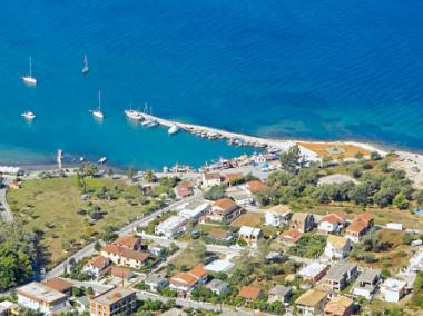 Ostrov Korfu a obec Petriti