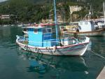 Lodě v přístavu Paleokastritsa na ostrově Korfu